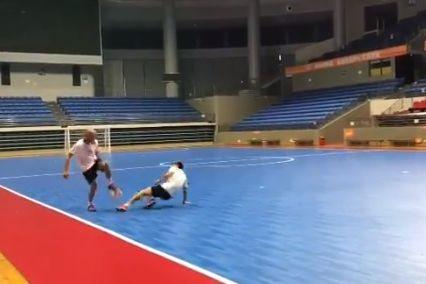 Jogador brasileiro desafia leis da gravidade com finta incrível