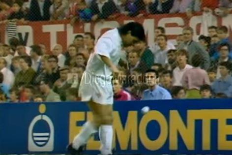 Maradona publica vídeo antigo e mostra dotes de quando 'dava uns toques'