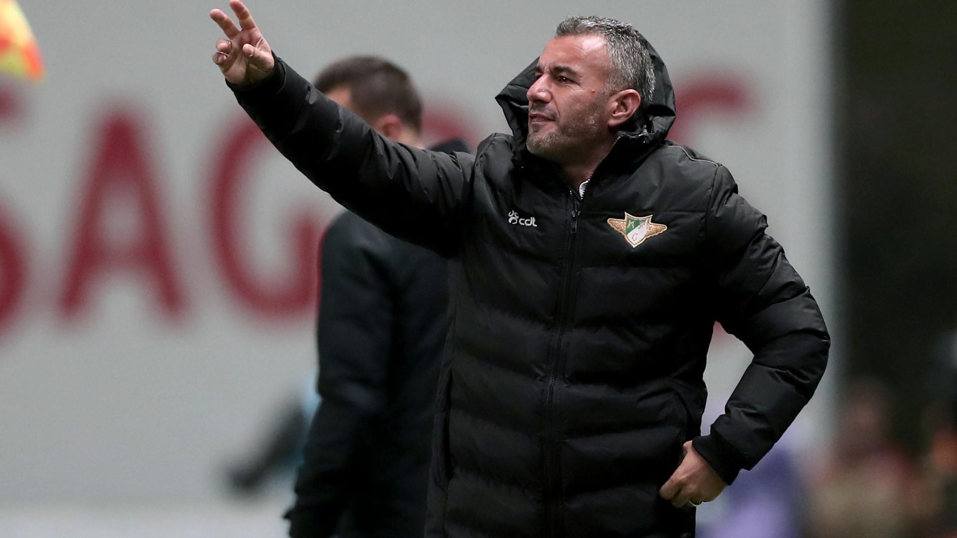 Ivo Vieira anuncia saída do Moreirense
