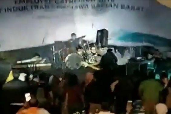 Banda foi surpreendida em pleno concerto por tsunami na Indonésia