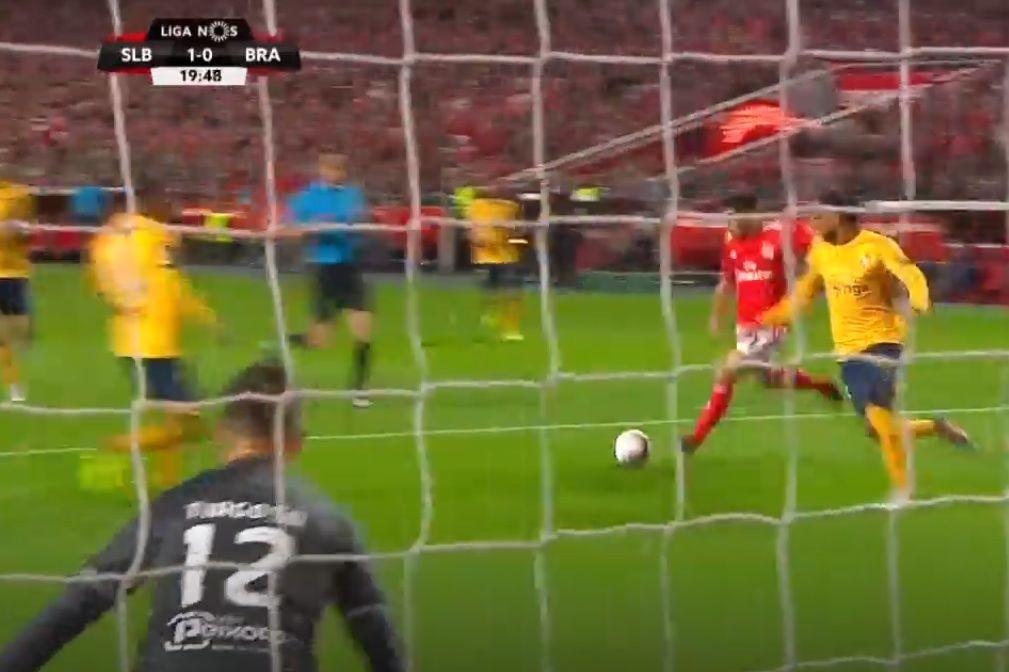 Golaço de Pizzi levantou a Luz ao minuto 19