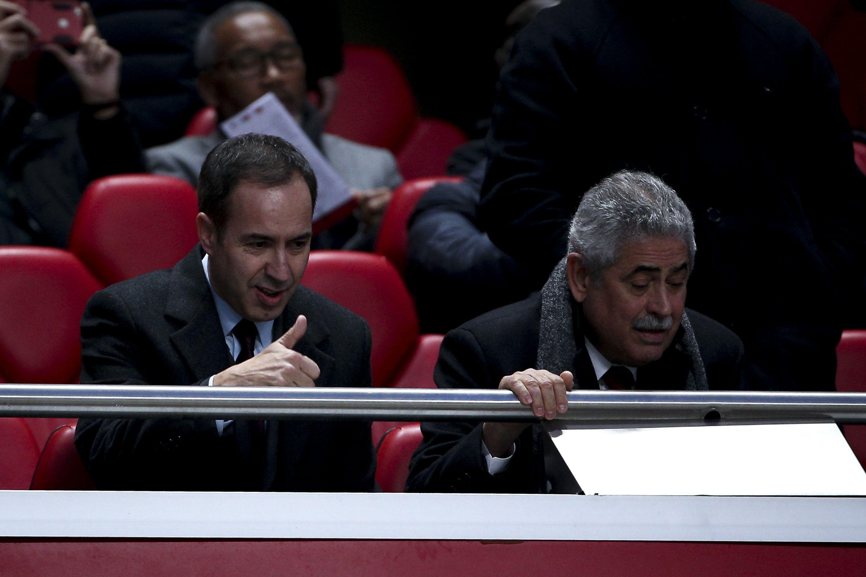 "Salvador e Vieira de costas voltadas: ""Benfica contrata por capricho"""