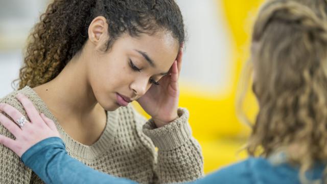 Adolescentes não heterossexuais correm maior risco desta doença