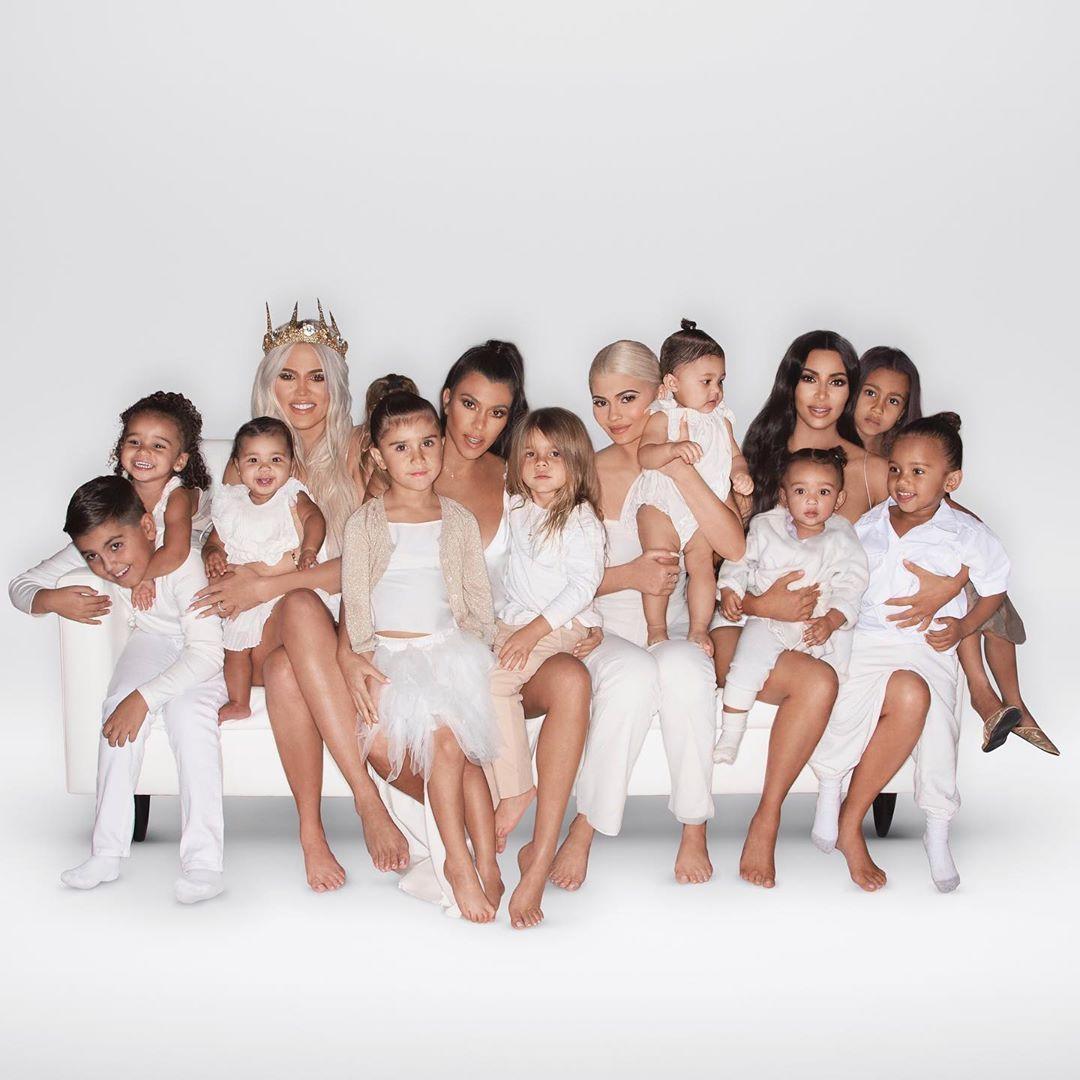 A evolução dos cartões de Natal do clã Kardashian-Jenner com os anos