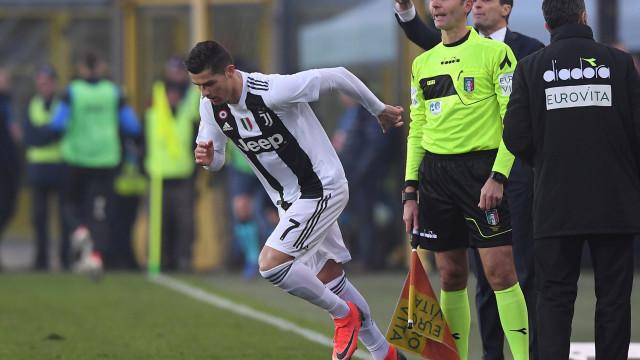 Ronaldo ainda saltou do banco mas não evitou deslize da Juventus