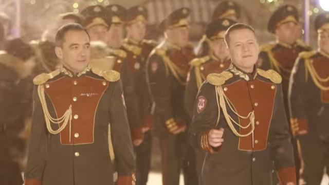 Polícia russa (en)canta com versão de 'Last Christmas'