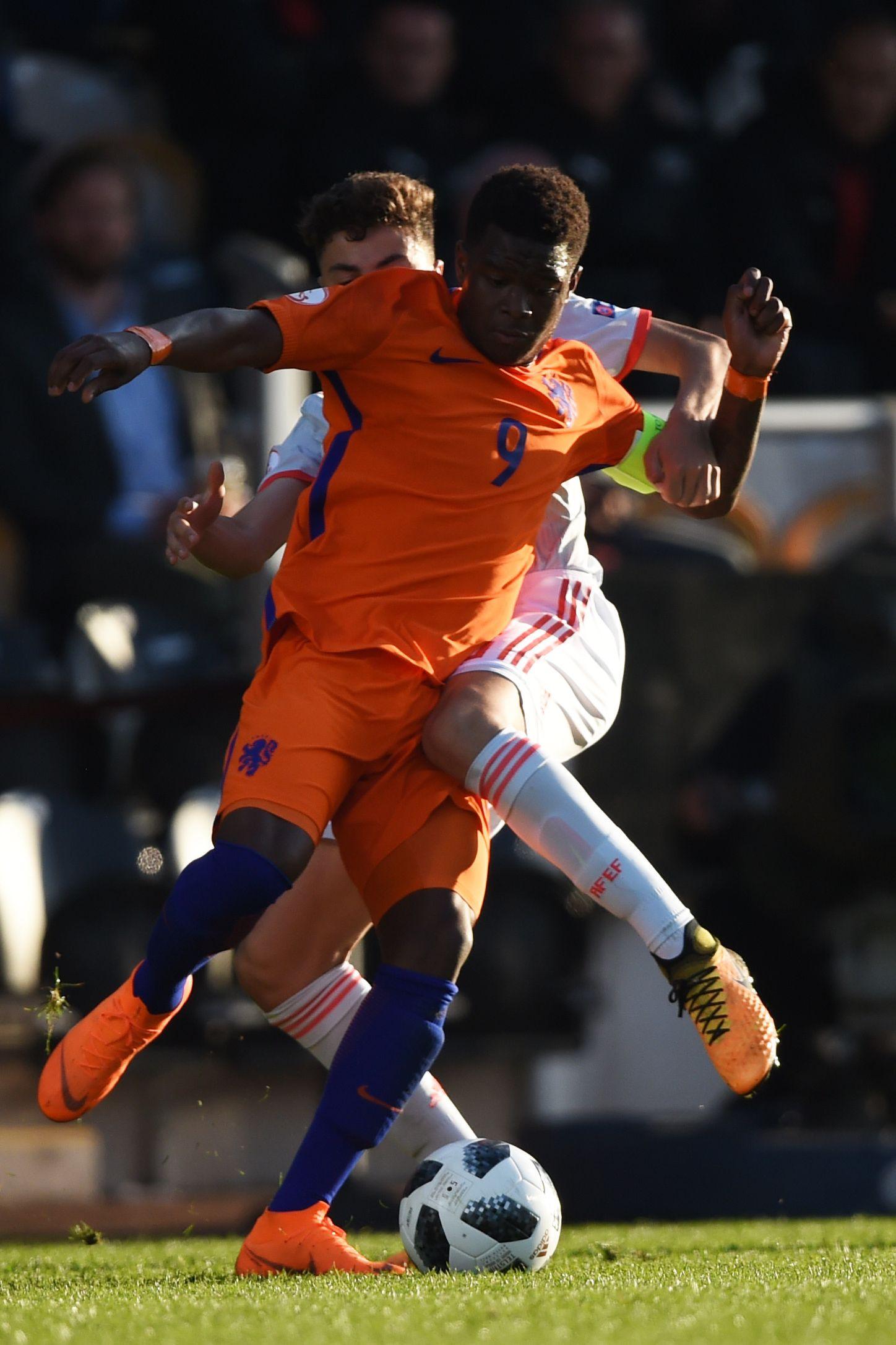 Promessa holandesa sucede a CR7 e é o melhor marcador das provas da UEFA