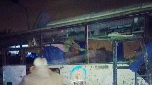 Explosão em autocarro turístico faz pelo menos dois mortos no Cairo