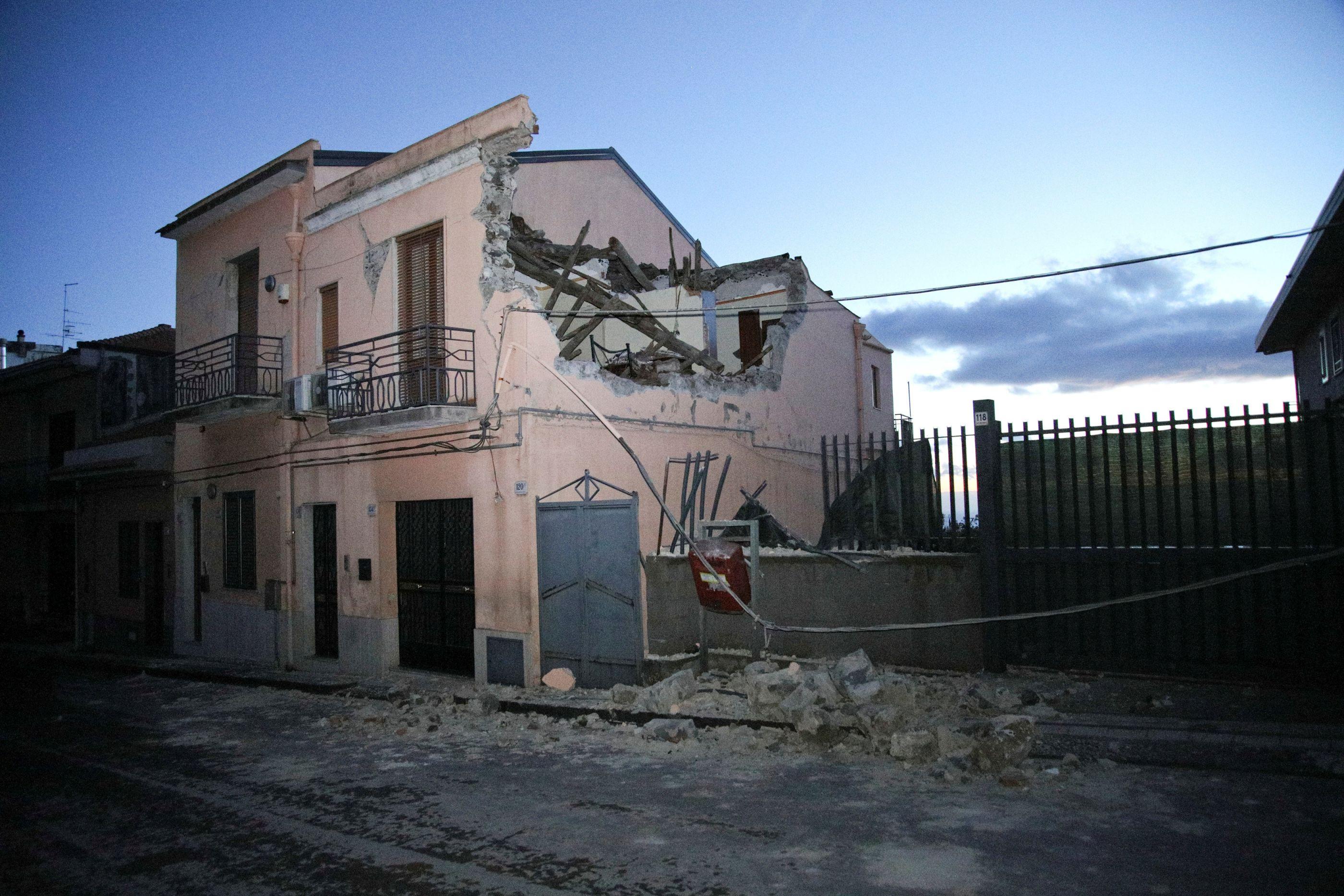 Sismo de magnitude 6,9 no sul das Filipinas. Alerta tsunami cancelado