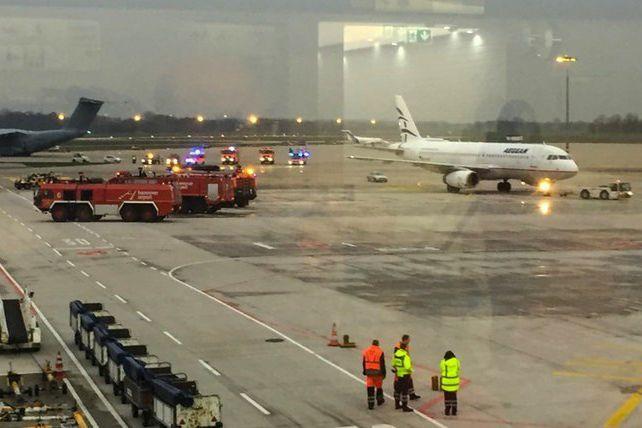 Aeroporto de Hanover encerrado após homem entrar com carro na pista
