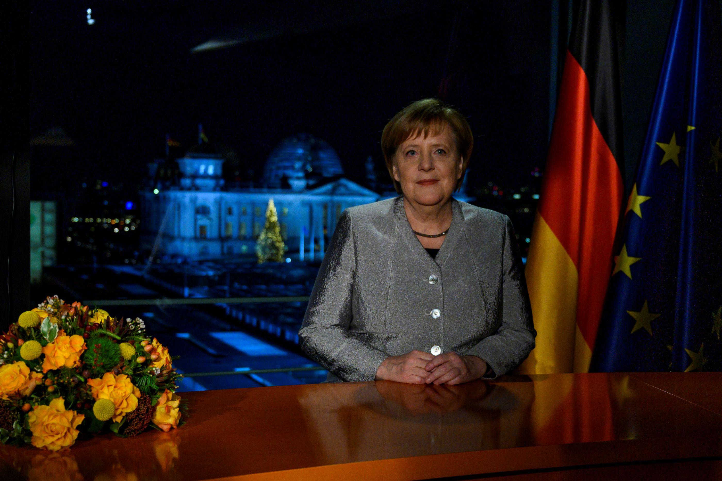 Mensagem de Ano Novo de Merkel deixa (sério) recado à Alemanha