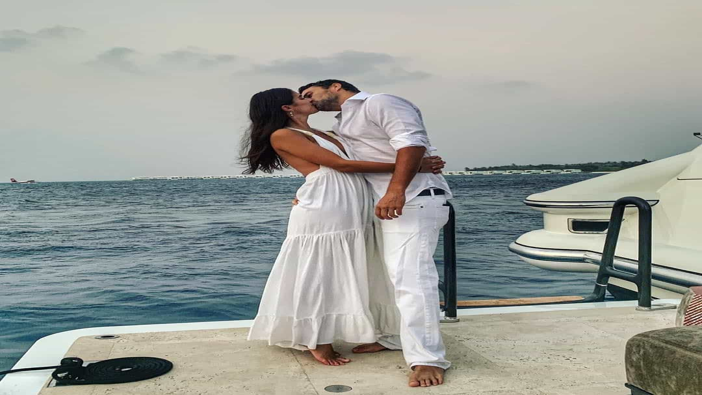 Sara Sampaio despede-se de 2018 com beijo apaixonado