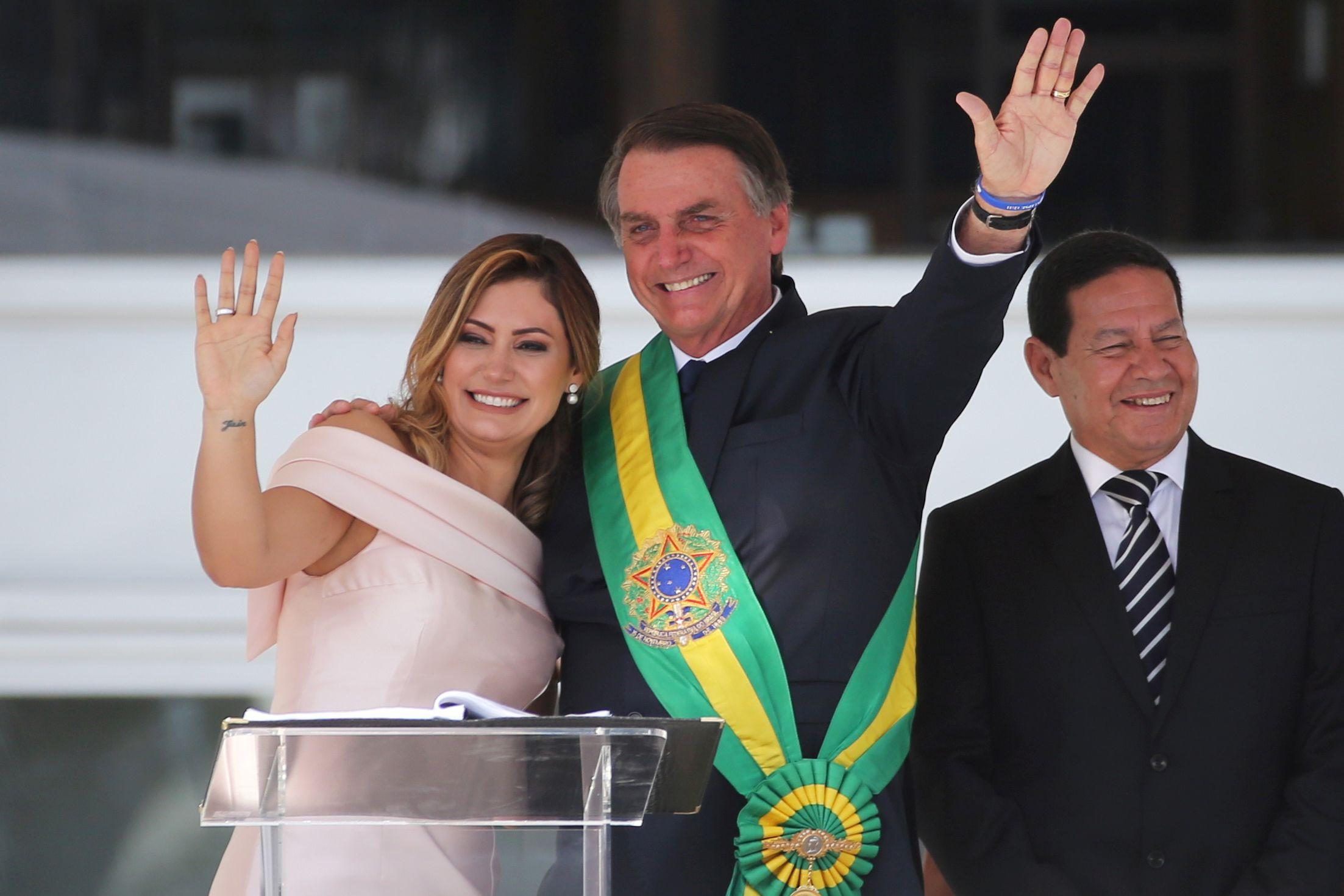 Sorrisos, lágrimas e beijos. As imagens da tomada de posse de Bolsonaro