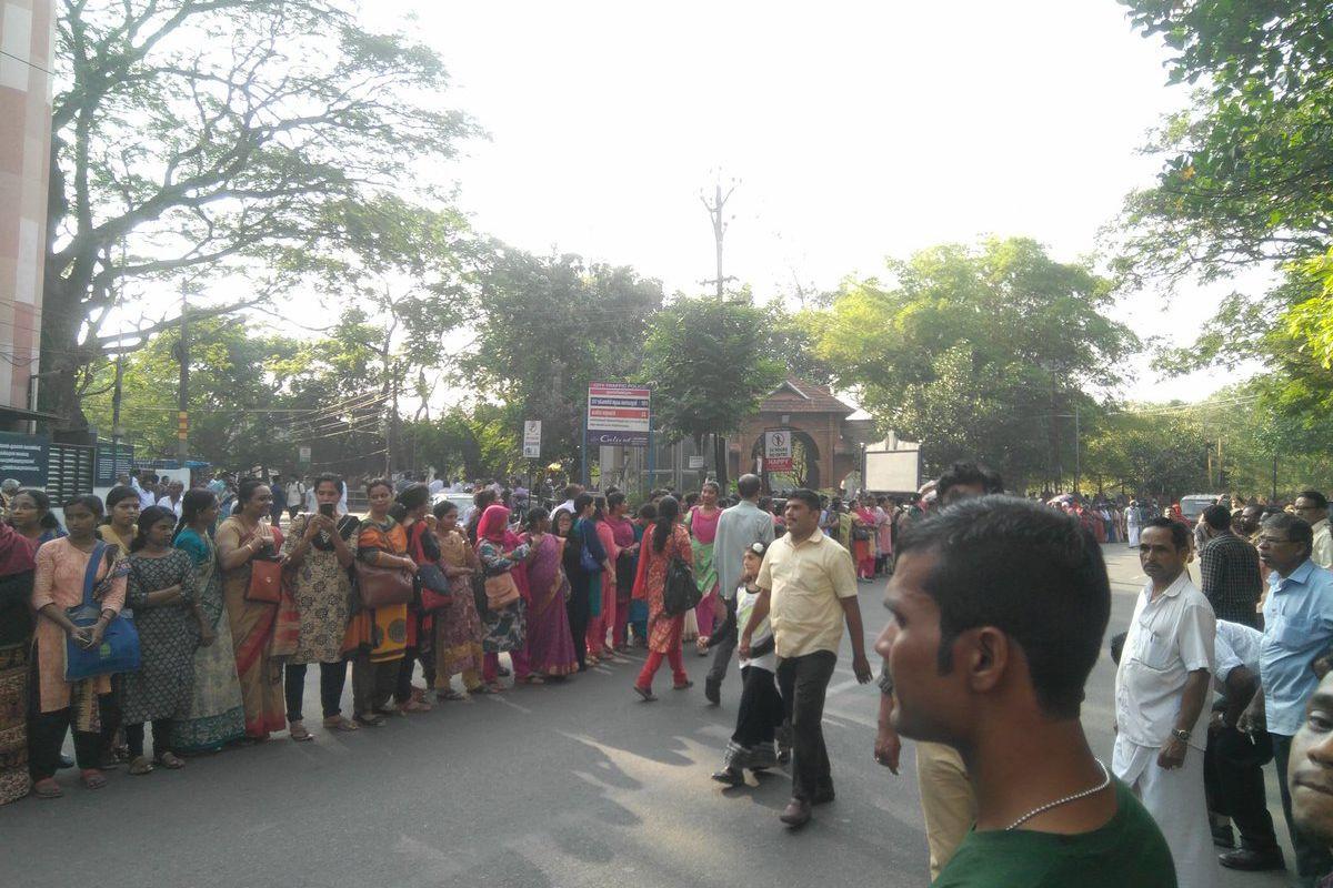 Corrente humana de mulheres desafiou conservadorismo religioso na Índia