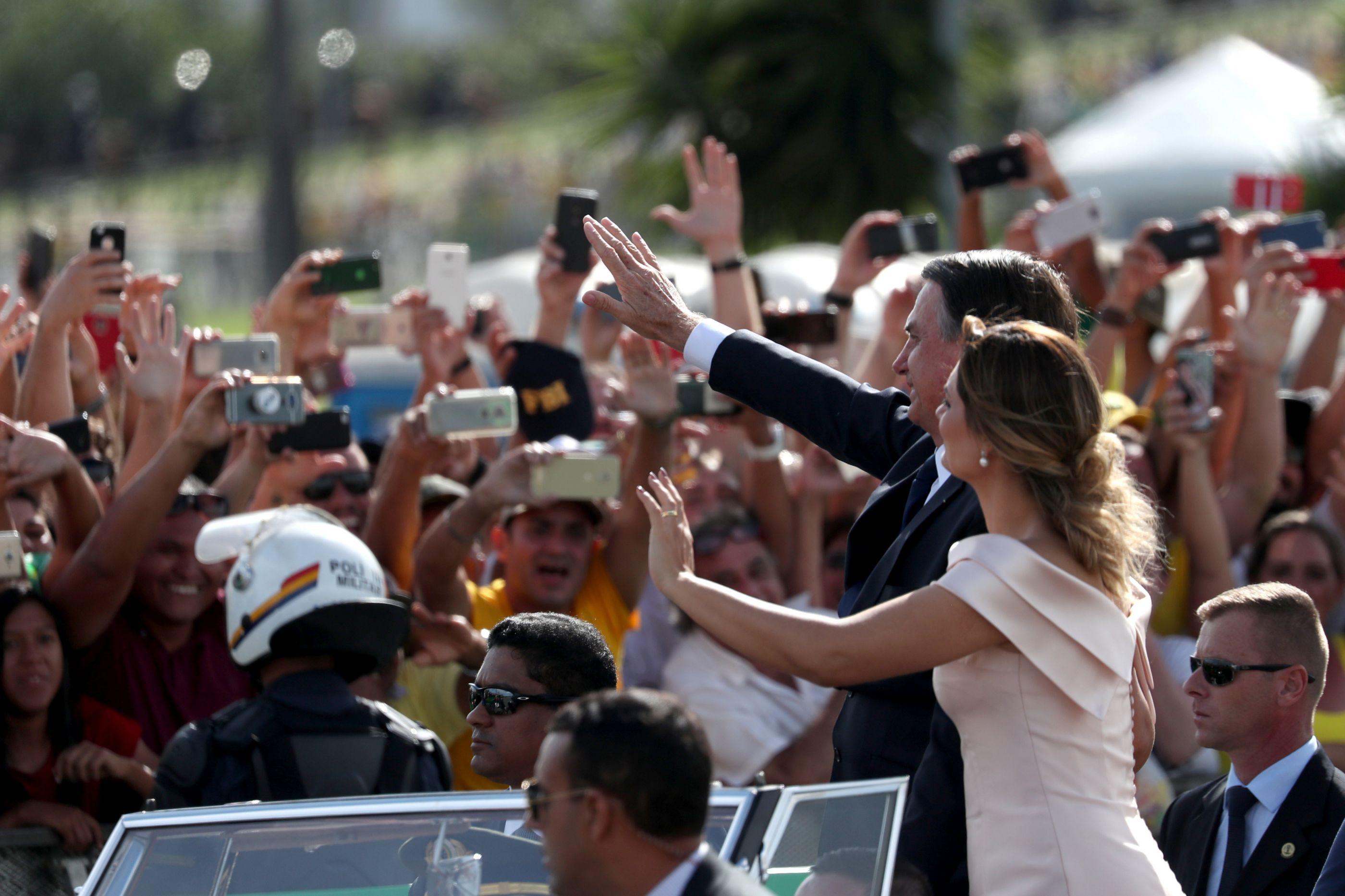 "Nova primeira-dama do Brasil deslumbra com look ""ao estilo Grace Kelly"""