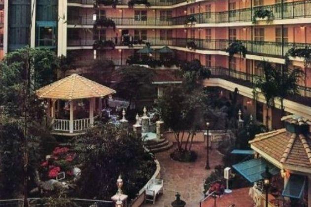 Menina de três anos morre ao saltar de 5.º andar de hotel na Disneyland