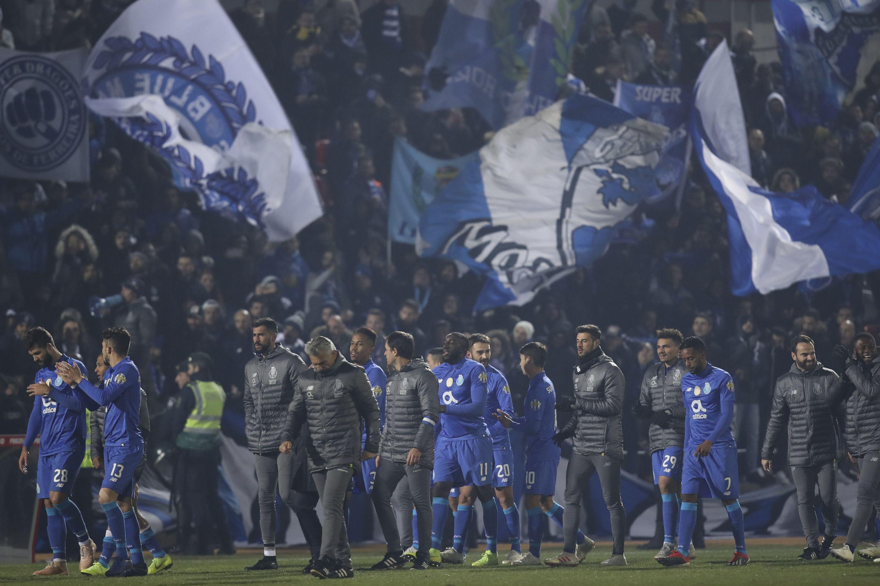 As contas dos campeões: Salários do Barça 'assustam' ao lado do FC Porto