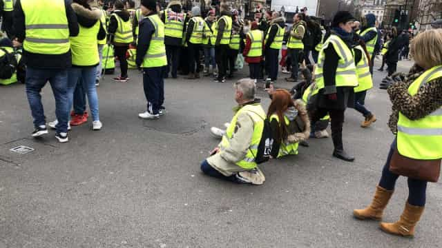 Jovem de 13 anos detida em protesto pró-Brexit em Londres