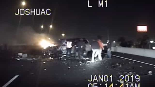 Estranhos unem-se para salvar septuagenário de carro em chamas
