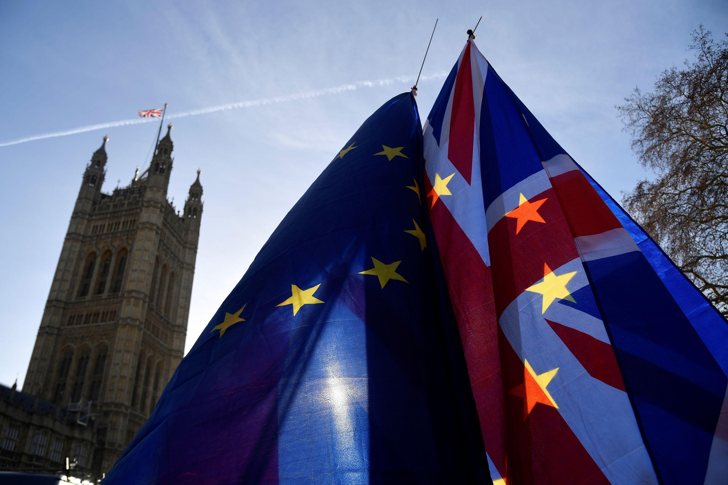 Brexit: Estratégia de Theresa May sofre nova derrota no parlamento