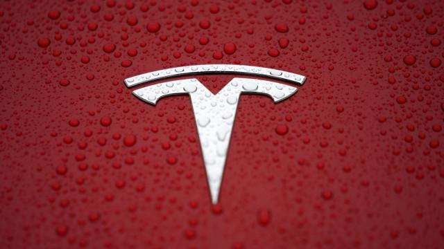 Novos carros da Tesla têm (ainda) mais autonomia de bateria