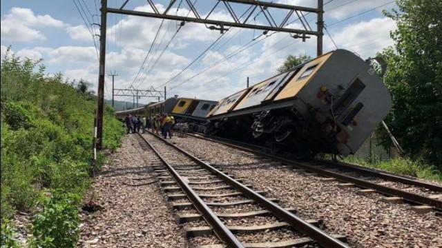 Colisão entre dois comboios faz pelo menos dois mortos na África do Sul