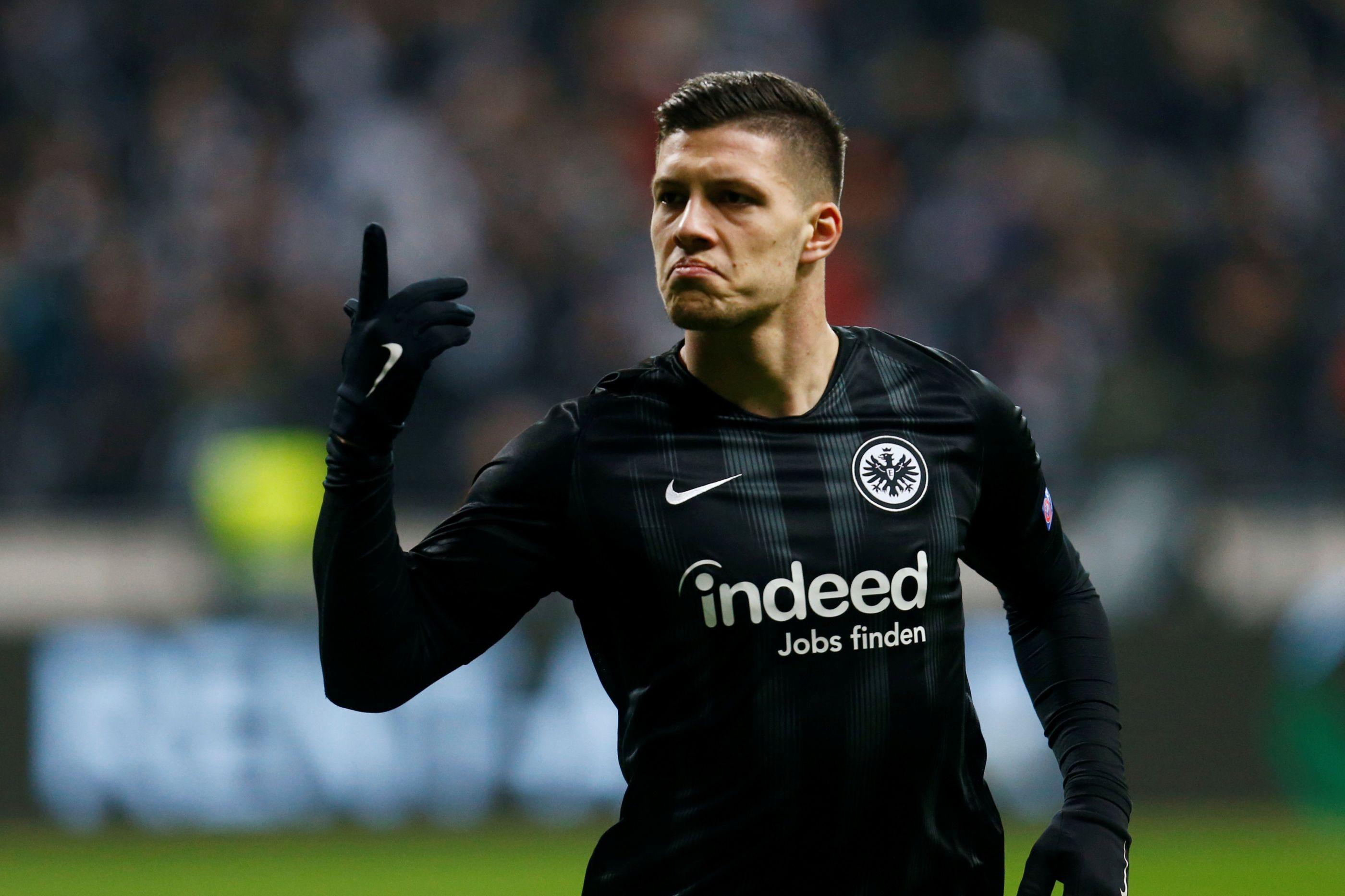 Oficial: Eintracht Frankfurt anuncia compra de Luka Jovic