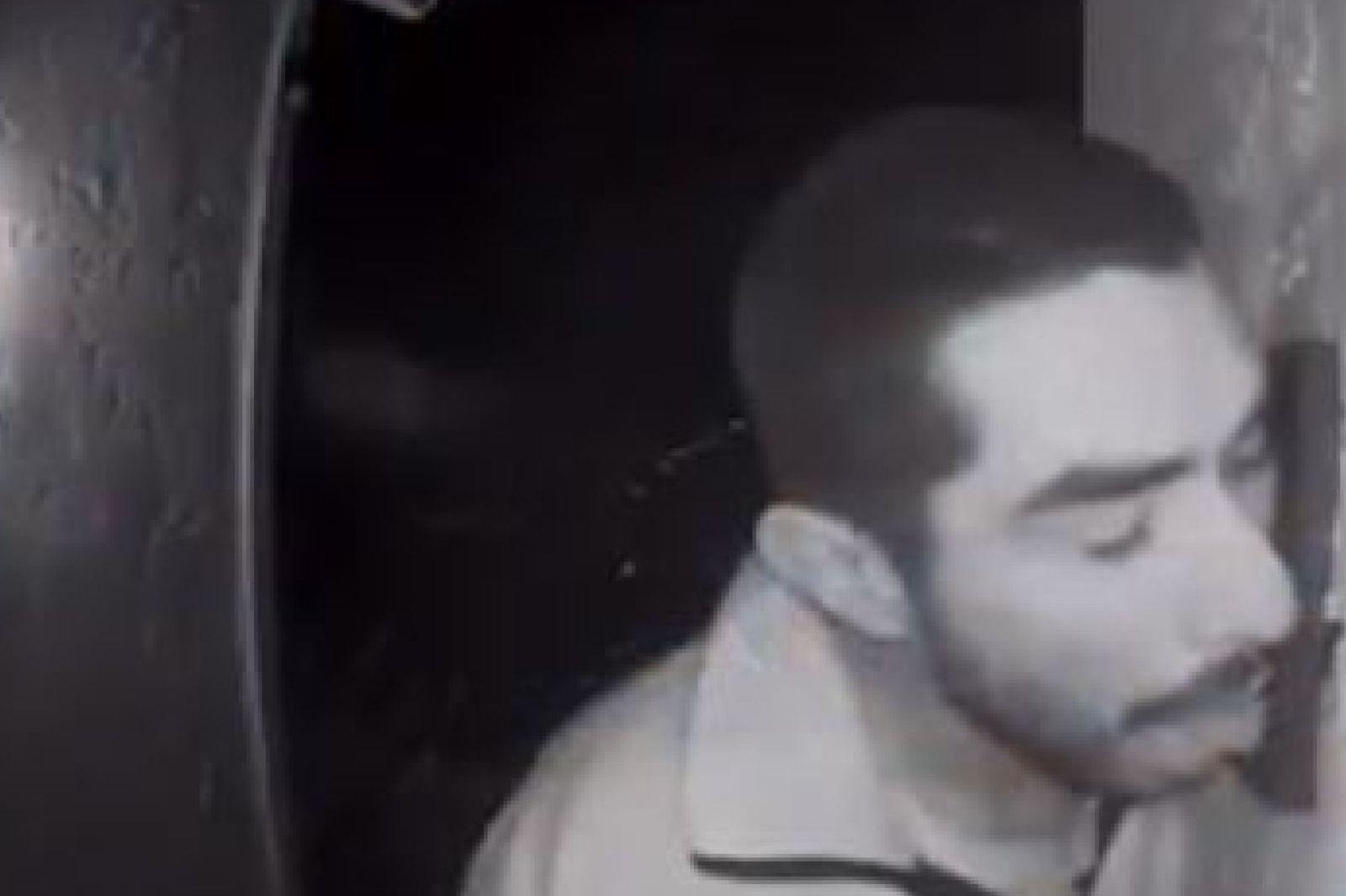 Polícia procura homem que lambeu campainha durante três horas