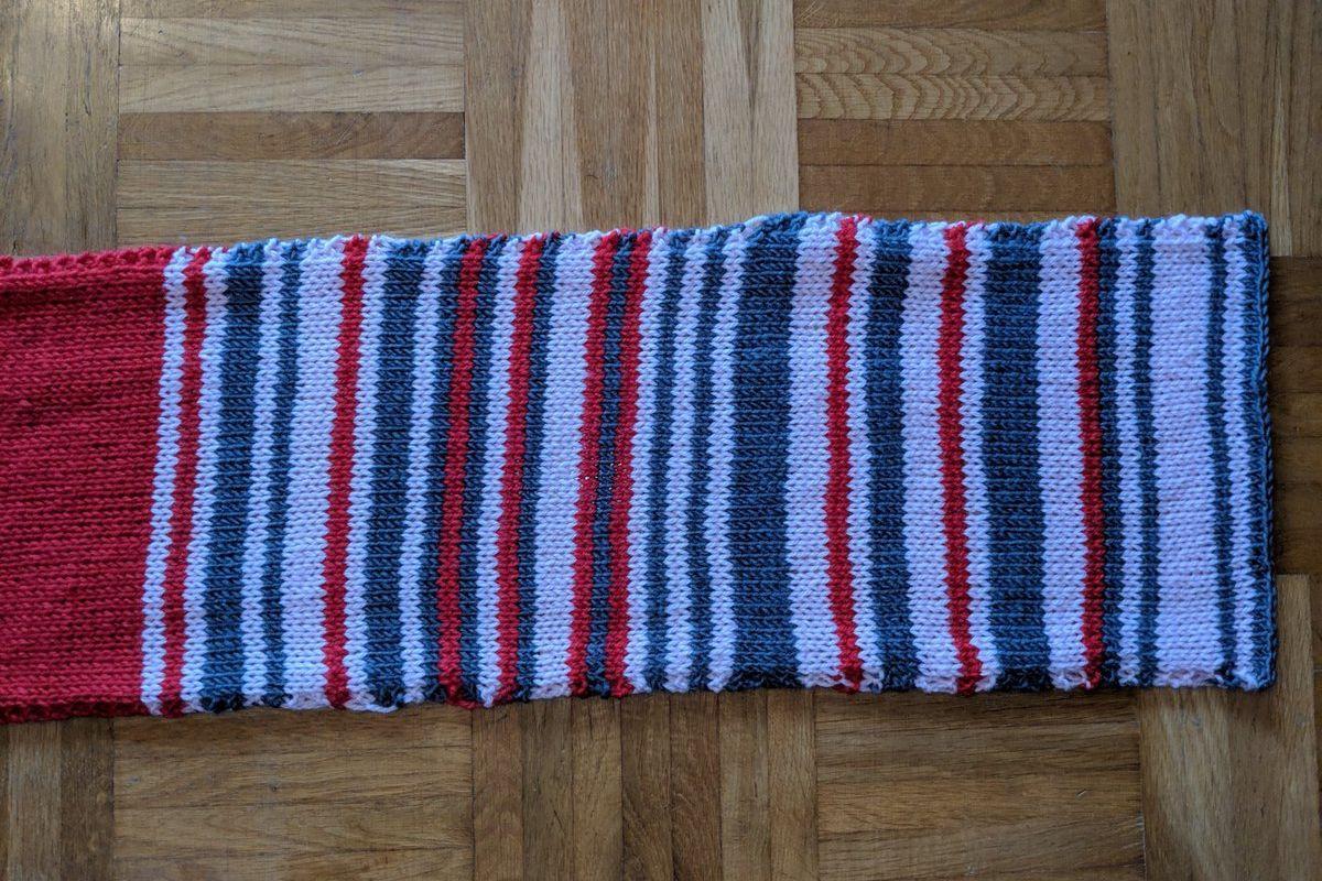 Mulher tricotou cada atraso do comboio durante um ano. Ficou assim