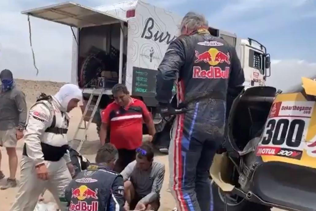 Campeão Carlos Sainz em dificuldades e à beira da desistência no Dakar