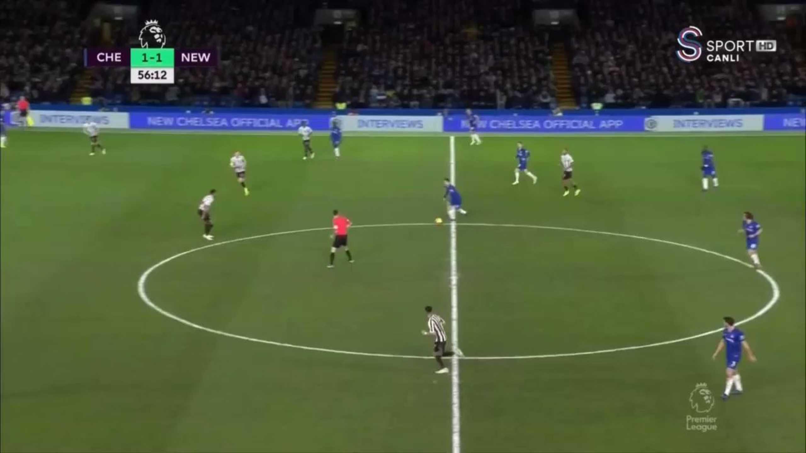 Willian marca golaço após jogada individual de Hazard