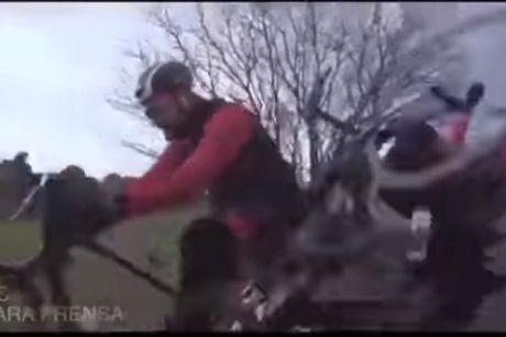 Ator atropelado durante gravações de documentário de viagem de bicicleta