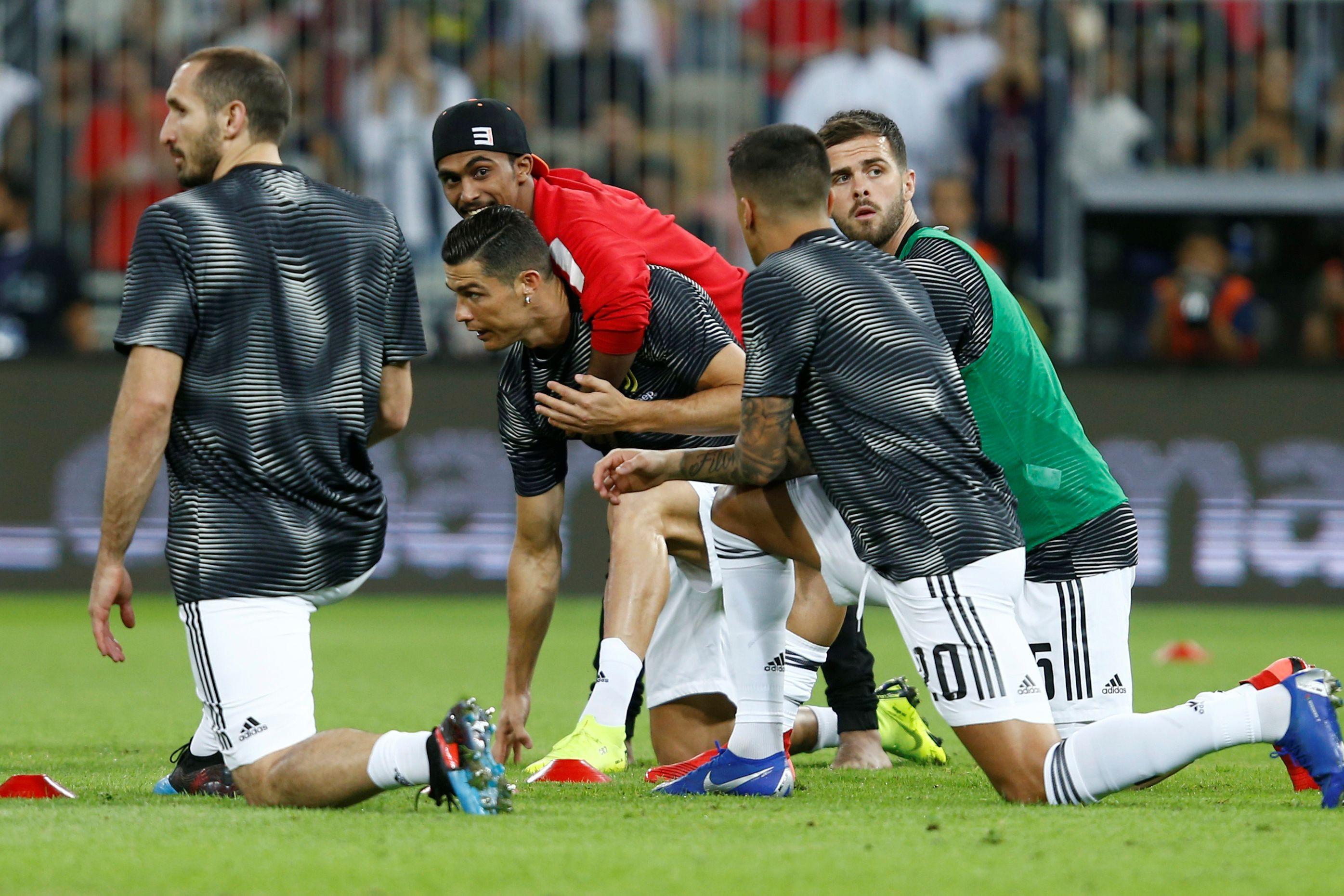 Adepto apanhou Ronaldo desprevenido e o português respondeu com classe