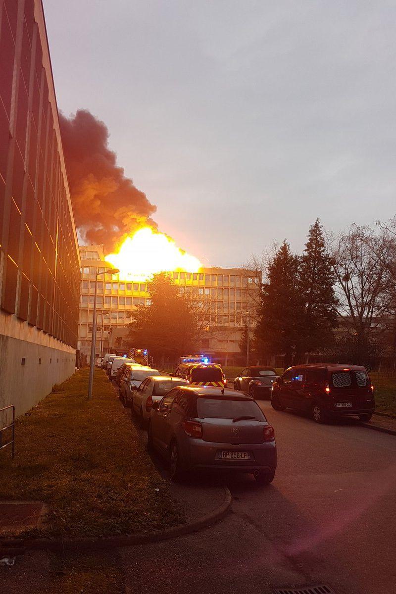 Explosões e incêndio de grande dimensão na Universidade de Lyon