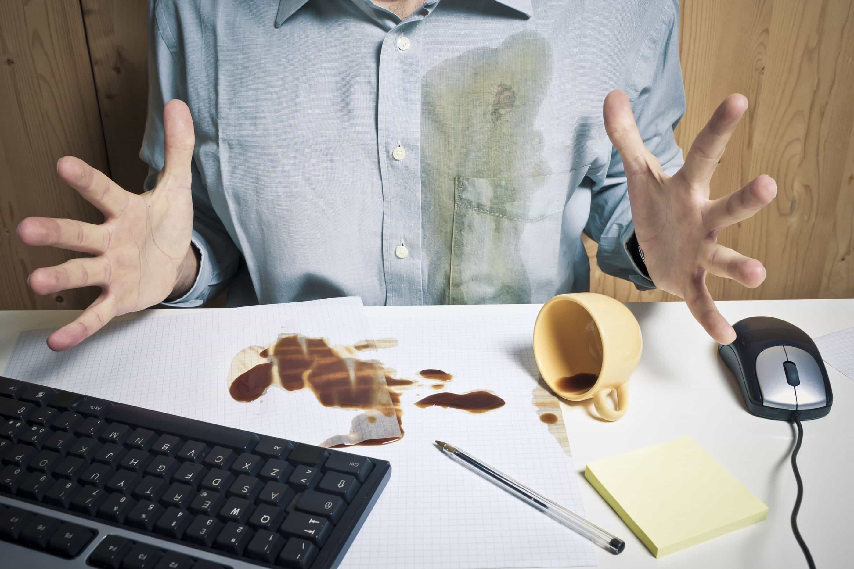 Entornou o café? Descubra três métodos para tirar nódoas dos tecidos