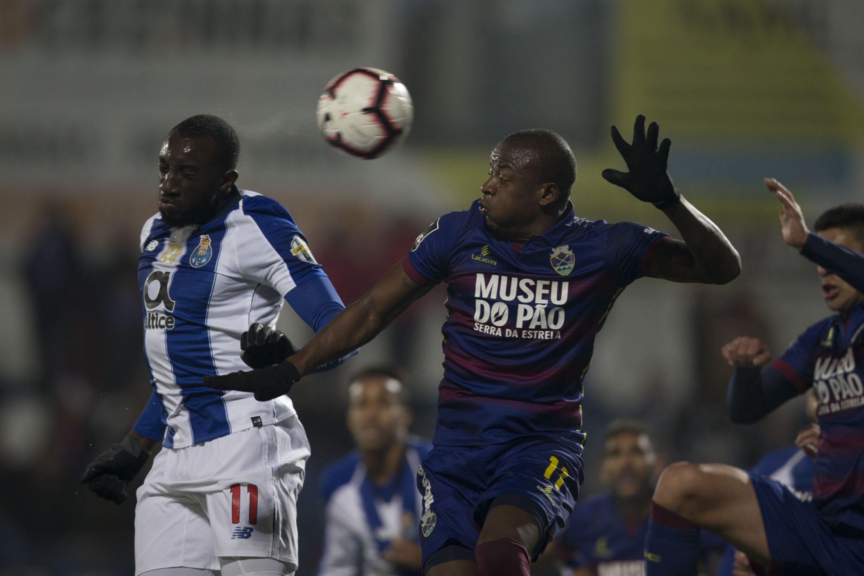 [0-2] 'Bis' de Soares vale vantagem ao FC Porto ao intervalo
