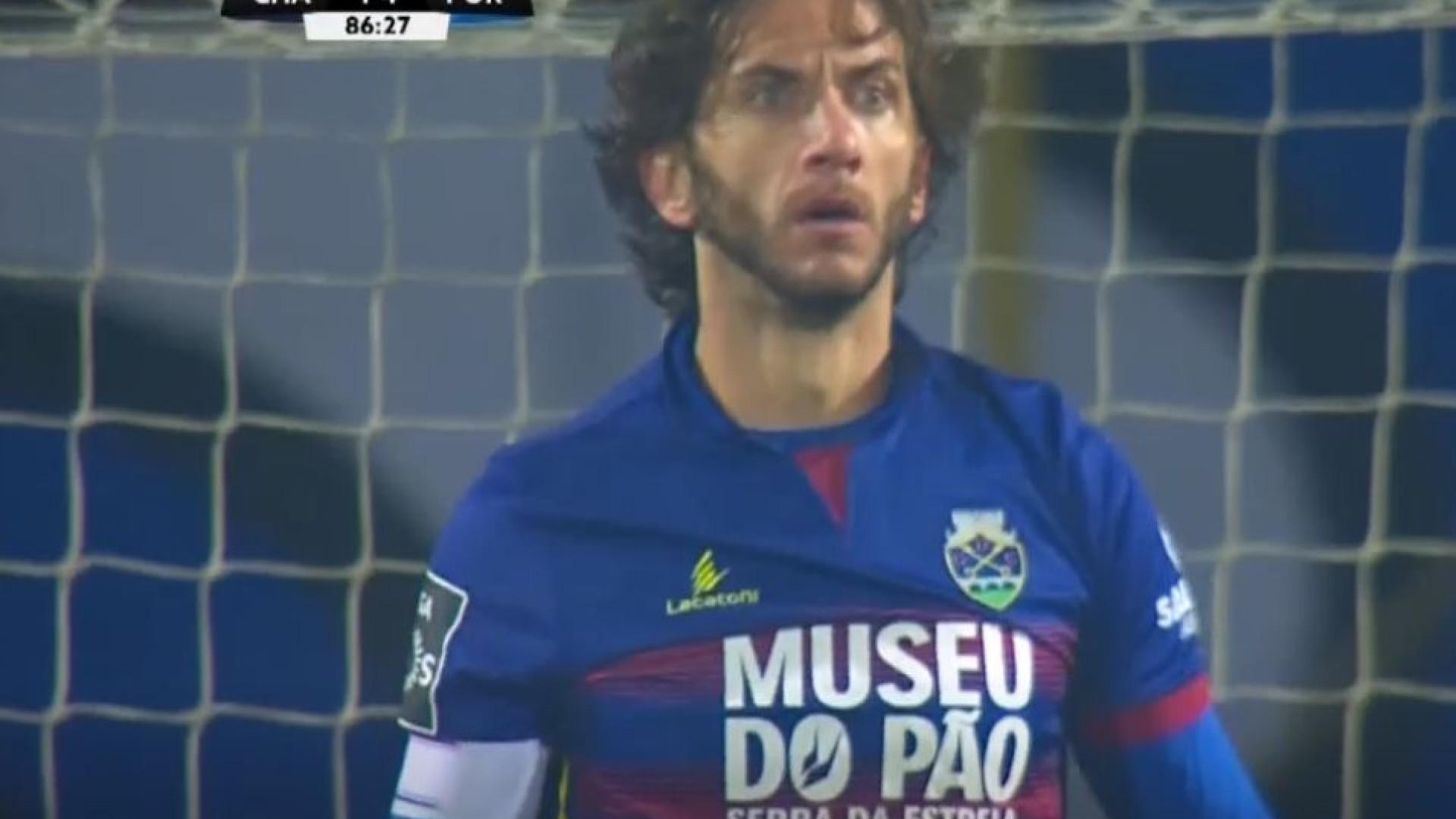 fbc0e7754f490 N. André Coelho antecipou-se e tirou o golo de estreia a Fernando Andrade
