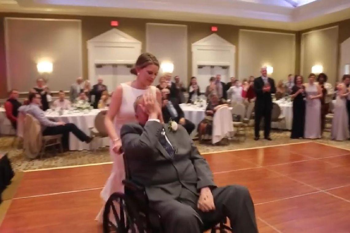Pai em estado terminal dançou no casamento da filha e morreu dias depois