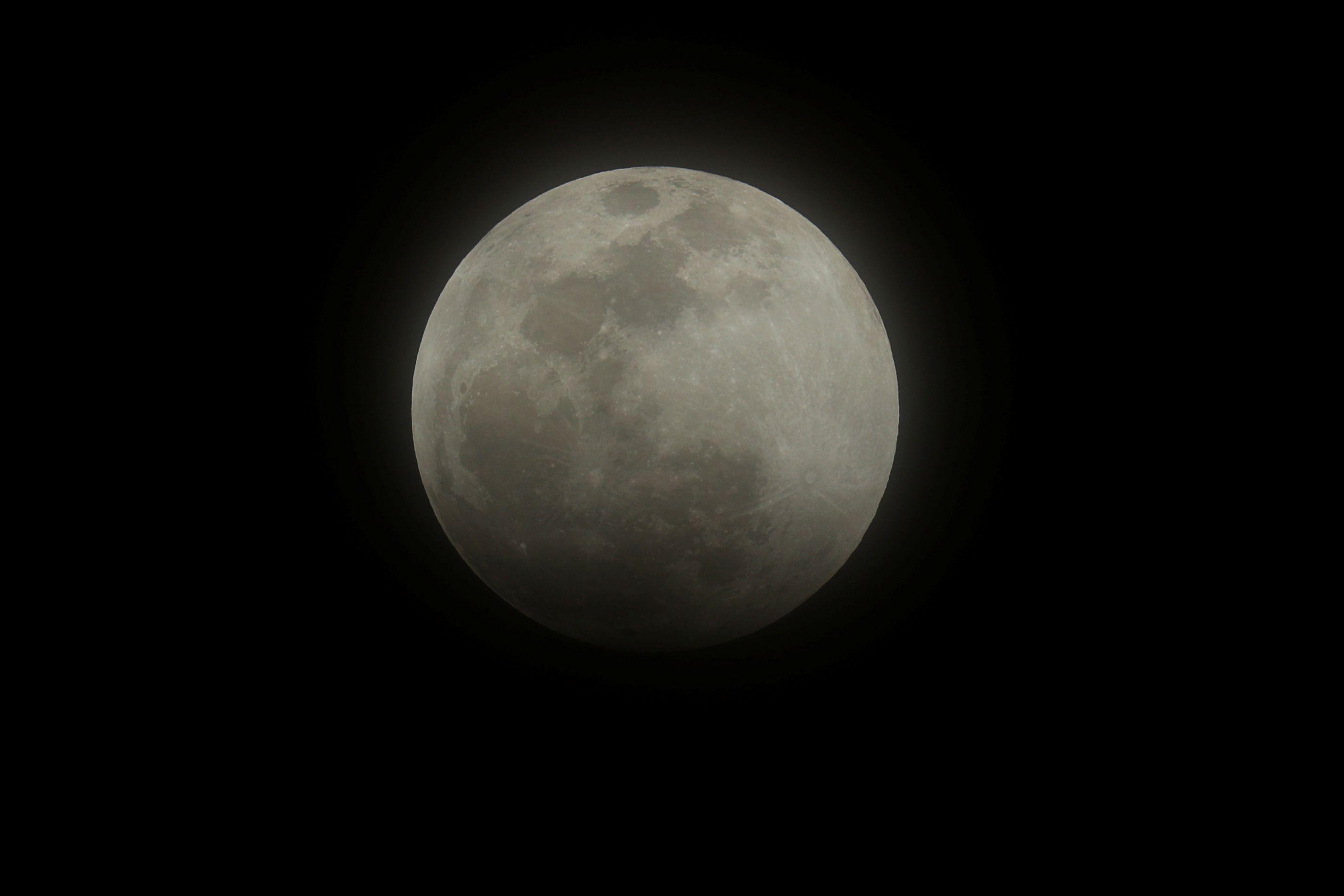 Atenção. Haverá uma Super Lua especial na próxima semana