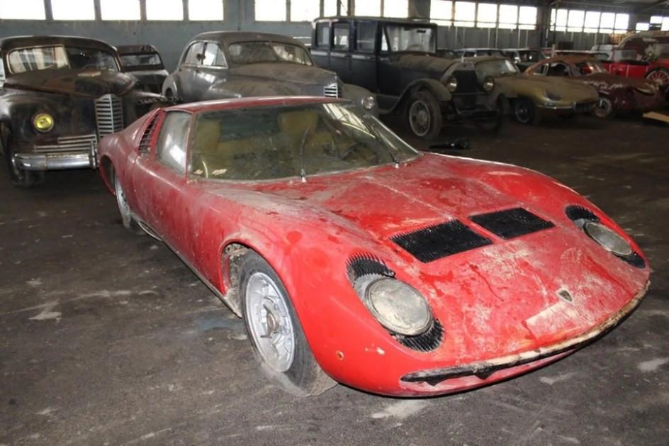 Lamborghini Miura encontrado em barracão abandonado. E não foi o único