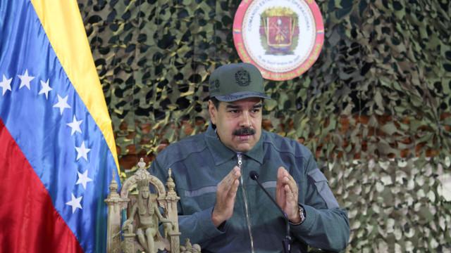 Maduro corta relações com EUA. Diplomatas têm 72 horas para sair do país