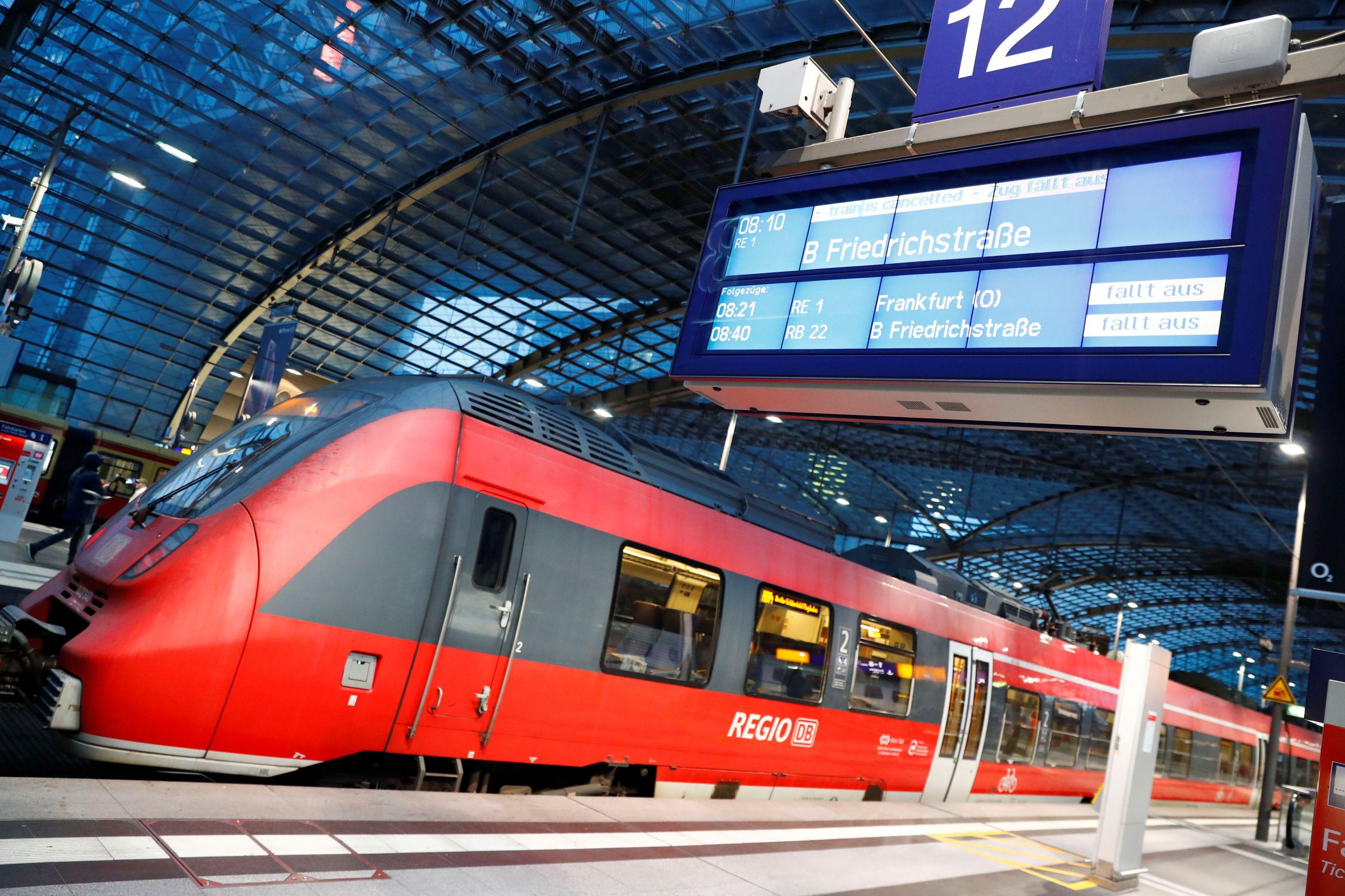 Passageiro alcoolizado exigiu ao maquinista que abrandasse comboio