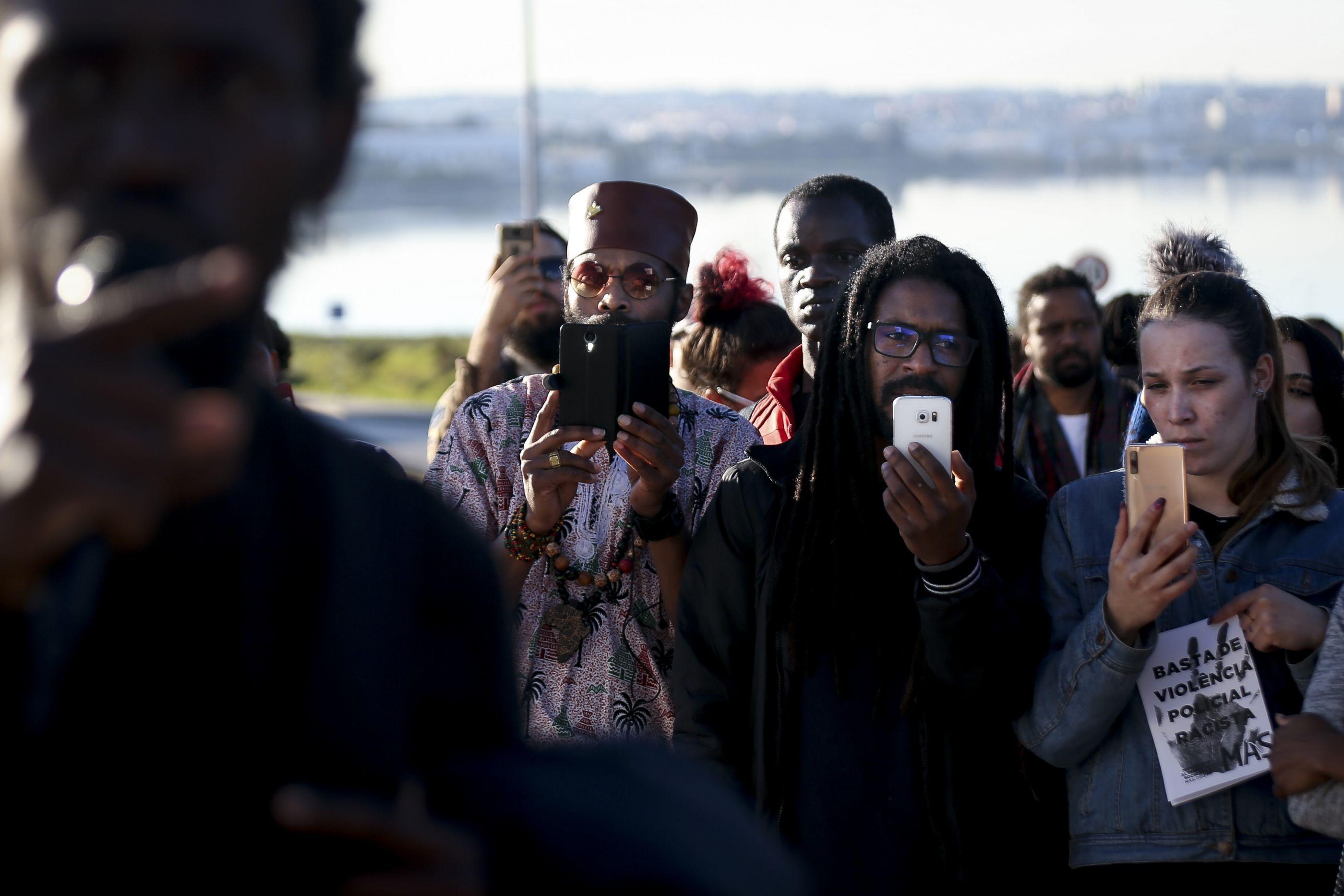 Cerca de 100 pessoas protestam no Seixal contra racismo