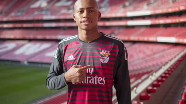 Oficial: Benfica contrata jovem guarda-redes de 18 anos