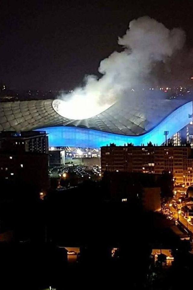Petardo obriga à interrupção do encontro no estádio do Marselha