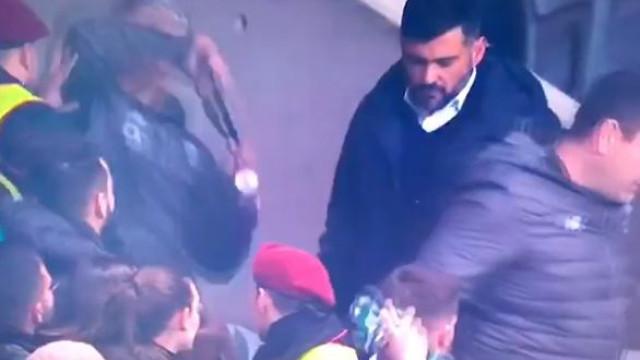 Adjunto de Sérgio Conceição tentou agredir adepto com a medalha