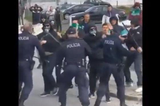 As imagens dos confrontos entre a claque do Ermesinde e a PSP