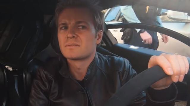 Campeão de F1 foi testar um McLaren e... polícia mandou pará-lo