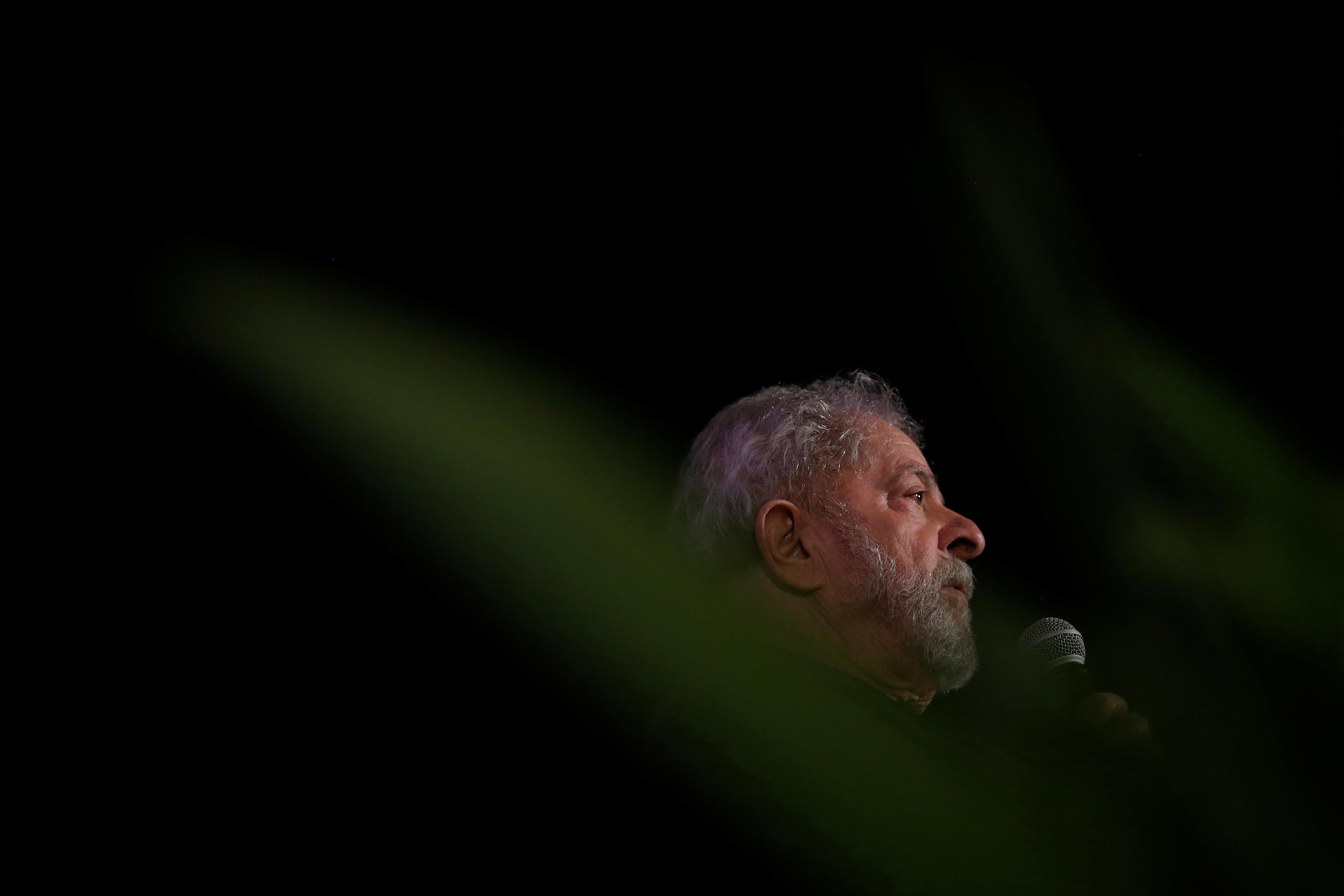 Lula da Silva autorizado a sair da cadeia para ir a velório de neto