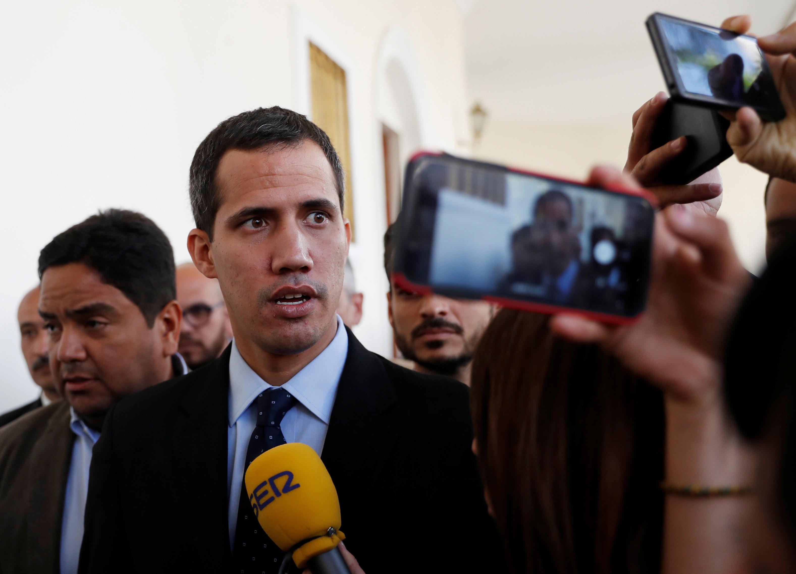 UE rejeita decisão de levantar imunidade parlamentar de Guaidó